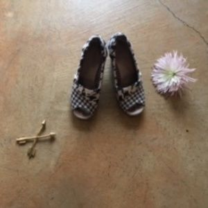 Toms Shoes - Houndstooth Tom's wedges